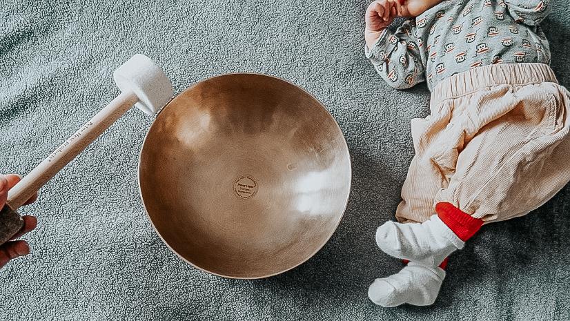 Neue Routine mit Klangschale und Baby